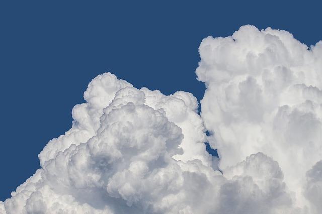 clouds-1439324_640